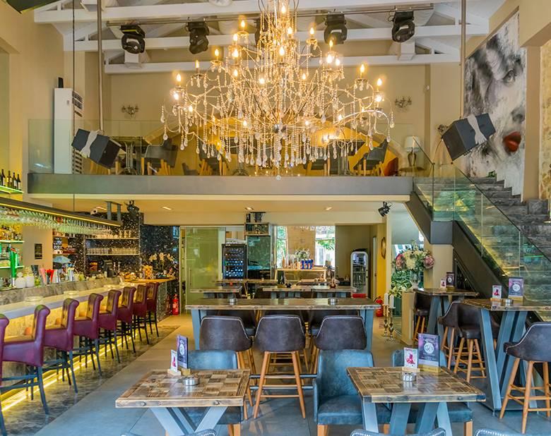 Gj's Bar - Restaurant